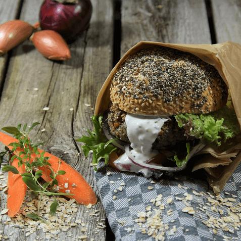 Burger vegetarisch Bild Naturkost UEbelhoer Rezeptbild